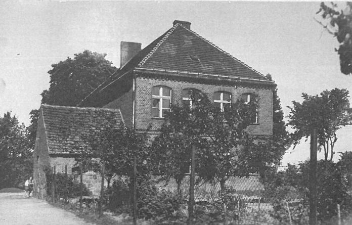 Zdjęcie starej szkoły w Biskupicach Ołobocznych